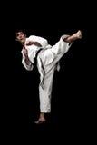 Junges kontrastreiches des männlichen Kämpfers des Karate auf Schwarzem Lizenzfreies Stockbild