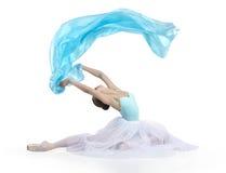 Junges lächelndes Mädchen tanzt Ballett Lizenzfreie Stockfotografie