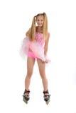 Junges Mädchen auf Rollenblättern Stockbild