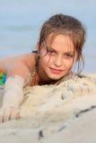 Junges Mädchen auf Sand Lizenzfreie Stockbilder