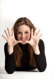 Junges Mädchen, das 10 Finger zeigt Stockbilder