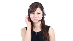 Junges Mädchen, das auf Kopfhörer, Call-Center spricht stockbild
