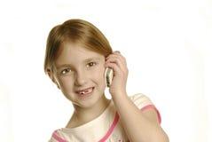 Junges Mädchen, das auf Mobiltelefon spricht Stockbilder