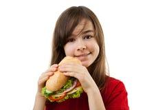 Junges Mädchen, das gesundes Sandwich isst Lizenzfreies Stockfoto
