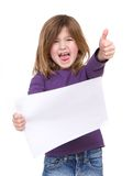 Junges Mädchen, das leeres Plakat lacht und hält Lizenzfreies Stockbild