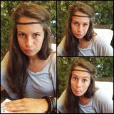 Junges Mädchen, das lustige Gesichter macht Stockfoto