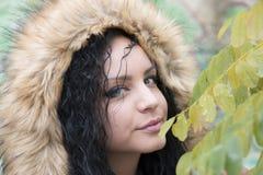 Junges Mädchen in der Natur Stockfotos