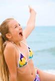 Junges Mädchen der Schönheit auf dem Strand Stockfotos