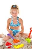 Junges Mädchen in der Strandabnutzung Lizenzfreie Stockbilder