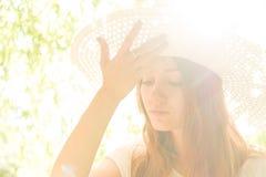 Junges Mädchen in einem Hut Stockbild