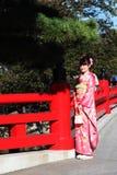 Junges Mädchen in einem Kimono Lizenzfreie Stockbilder