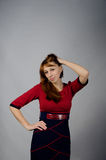 Junges Mädchen in einem roten Kleid Stockbilder