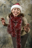 Junges Mädchen gekleidet als Weihnachtsmann Lizenzfreie Stockfotos