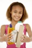 Junges Mädchen-Holding-Wiederverwertung Lizenzfreie Stockfotografie