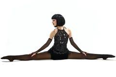Junges Mädchen im akrobatischen Meisterstück. Lizenzfreies Stockbild