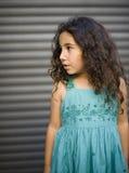 Junges Mädchen im blauen Kleid lizenzfreies stockfoto