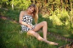 Junges Mädchen im Kleid Stockfotografie