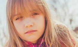 Junges Mädchen im Sonnenlicht lizenzfreie stockbilder