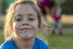 Junges Mädchen-Lächeln Lizenzfreie Stockfotografie