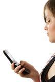 Junges Mädchen las SMS stockbild