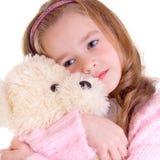 Junges Mädchen mit Bären stockfoto