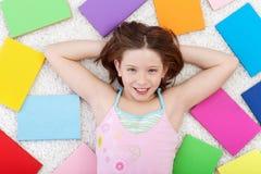 Junges Mädchen mit Büchern Lizenzfreie Stockfotografie