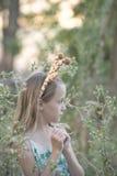 Junges Mädchen mit den Giraffenohren stockfoto