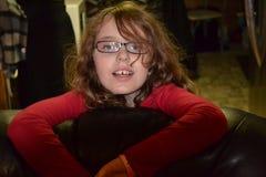 Junges Mädchen mit einem netten Lächeln Stockfotografie