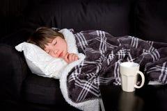 Junges Mädchen mit einer Grippe Stockfotografie