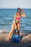 Junges Mädchen mit Flossen Lizenzfreie Stockfotos