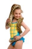 Junges Mädchen mit Haustierpythonschlange Stockfotos