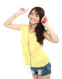 Junges Mädchen mit Kopfhörern Stockbilder