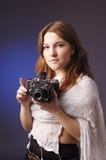 Junges Mädchen mit Retro- Kamera Lizenzfreies Stockbild