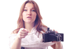 Junges Mädchen mit Retro- Kamera Stockbild