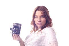 Junges Mädchen mit Retro- Kamera Stockfotos