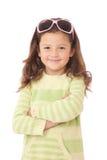 Junges Mädchen mit Sonnenbrillen auf Kopf Lizenzfreie Stockfotografie