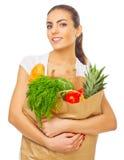 Junges Mädchen mit voller Lebensmitteltasche lizenzfreies stockbild