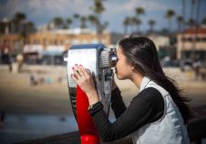 Junges Mädchen am Pier Lizenzfreies Stockbild