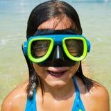Junges Mädchen-Schwimmen stockfotografie