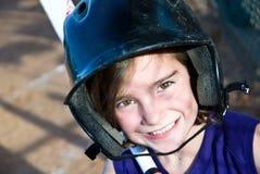 Junges Mädchen Softball-Spieler/geschlagener Eierteig Stockfotografie