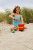 Junges Mädchen am Strand Lizenzfreies Stockbild