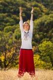 Junges Mädchen teilgenommen an Yoga Lizenzfreie Stockfotos
