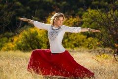 Junges Mädchen teilgenommen an Yoga Lizenzfreies Stockbild