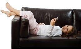 Junges Mädchen und Handy stockbild