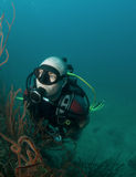 Junges männliches Unterwasseratemgerättaucherportrait Lizenzfreies Stockfoto