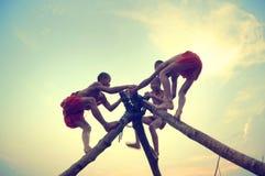 Junges Mönchspielen Stockbilder