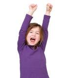 Junges Mädchen, das mit den angehobenen Armen zujubelt Lizenzfreie Stockbilder