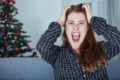 Junges Mädchen ist über Weihnachten frustriert Lizenzfreies Stockfoto