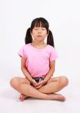 Junges meditierendes Mädchen Lizenzfreie Stockfotografie