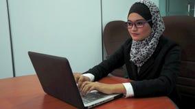 Junges moslemisches Mädchen stock video footage